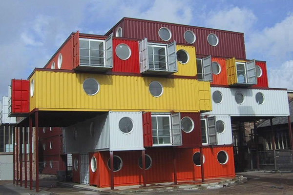 foto dari: http://vectroave.com/2010/01/shipping-container-architecture/
